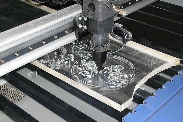 оборудование для лазерной порезки пластика