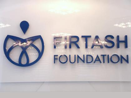 Интерьерная вывеска на рецепшн для компании Firtash Foundation
