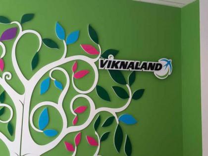 Изготовление интерьерной вывески компания viknaland
